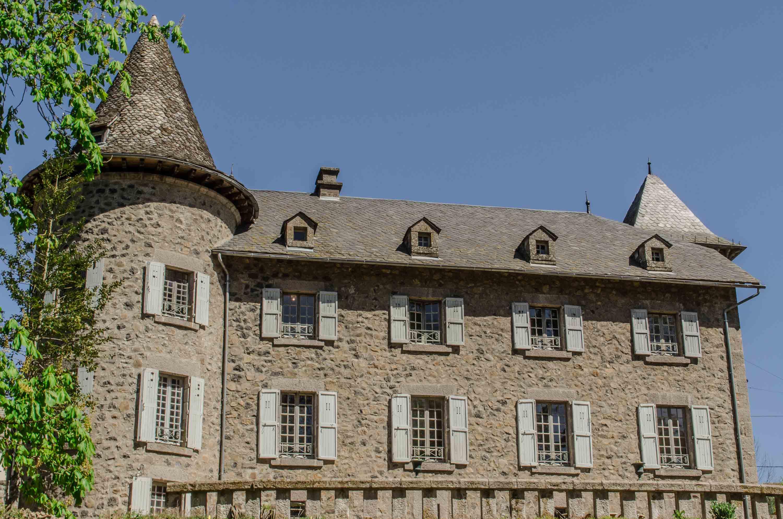 Ch¢teau Ol Puech Chambres d h´tes  Vic sur C¨re Cantal Auvergne